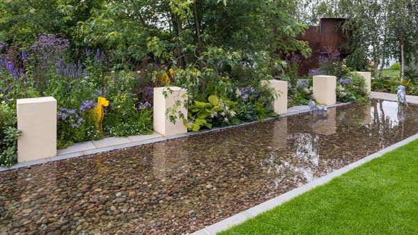 A Dog's Life Garden Designed by Paul Hervey-Brookes Built by G K Wilson Landscapes Sponsored by Dogs Trust